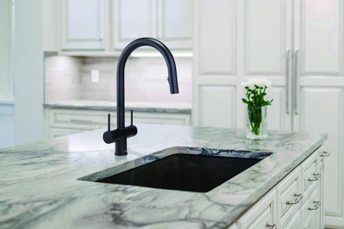 benhuot-robinet cuisine noir évier - marbre